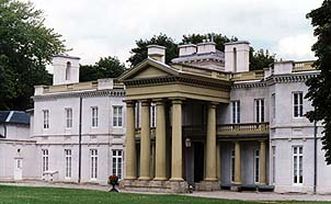 Copyright E. Lisa Moses. An exterior view of stately Dundurn Castle.