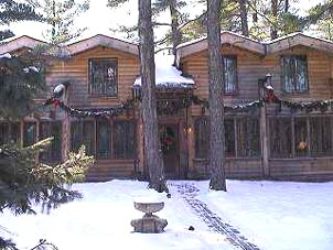 The Log Bungalow at Seven Pines. Photo Courtesy of Seven Pines Lodge.