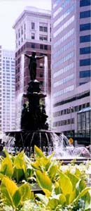 Fountain Square dominates the heart of Cincinnati. Copyright: Kathryn Means, 2001.